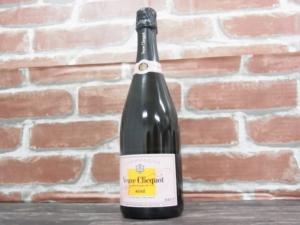 札幌市東区のお客様からシャンパン、ヴーヴクリコロゼをお買取りしました。